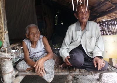 Oude arme mensen die met een minimaal inkomen moeten rondkomen.