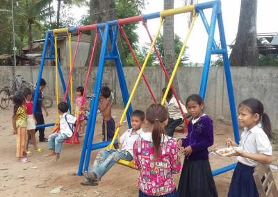 Nieuwe speeltoestellen horen bij een nieuwe school