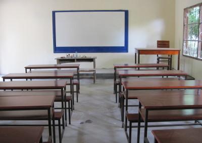 Ook leveren we  nieuwe schoolmeubels en schoolborden