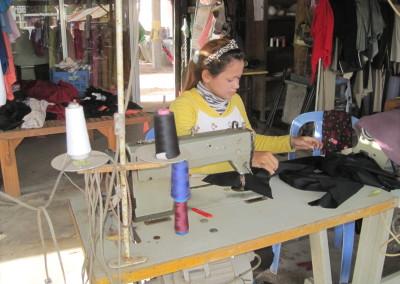 Dit meisje krijgt een opleiding voor naaister