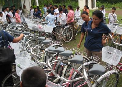 Leerlingen in het voortgezet onderwijs die meer dan 3 km van school wonen krijgen een tweedehands fiets