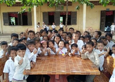 Een aantal leerlingen bij een school